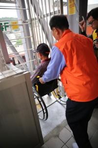 輪椅利用自走梯逃生(1)