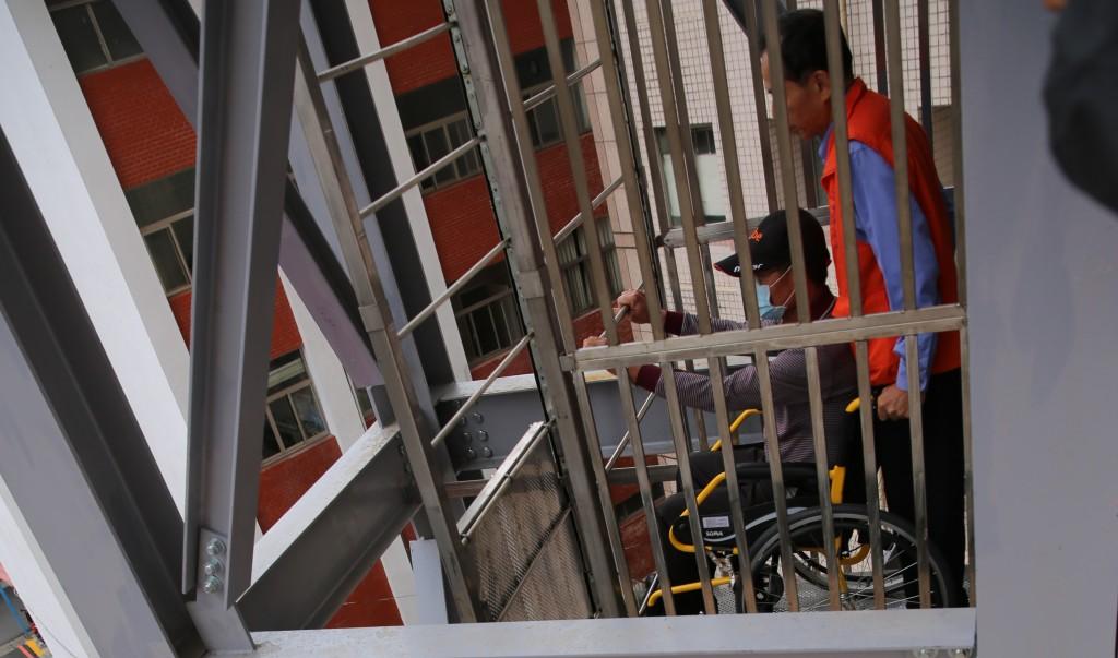 輪椅利用自走梯逃生(2)
