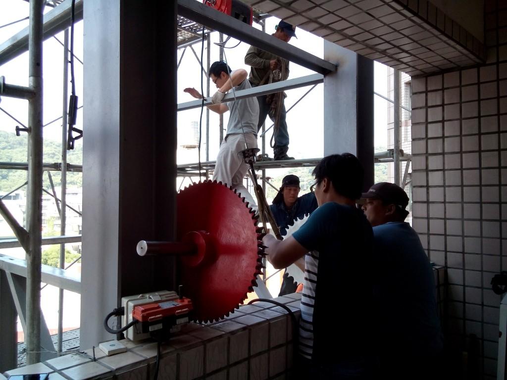 10.吊掛自走梯之運轉輪軸