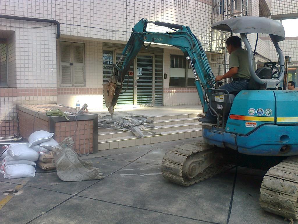 2.拜拜後施工開挖