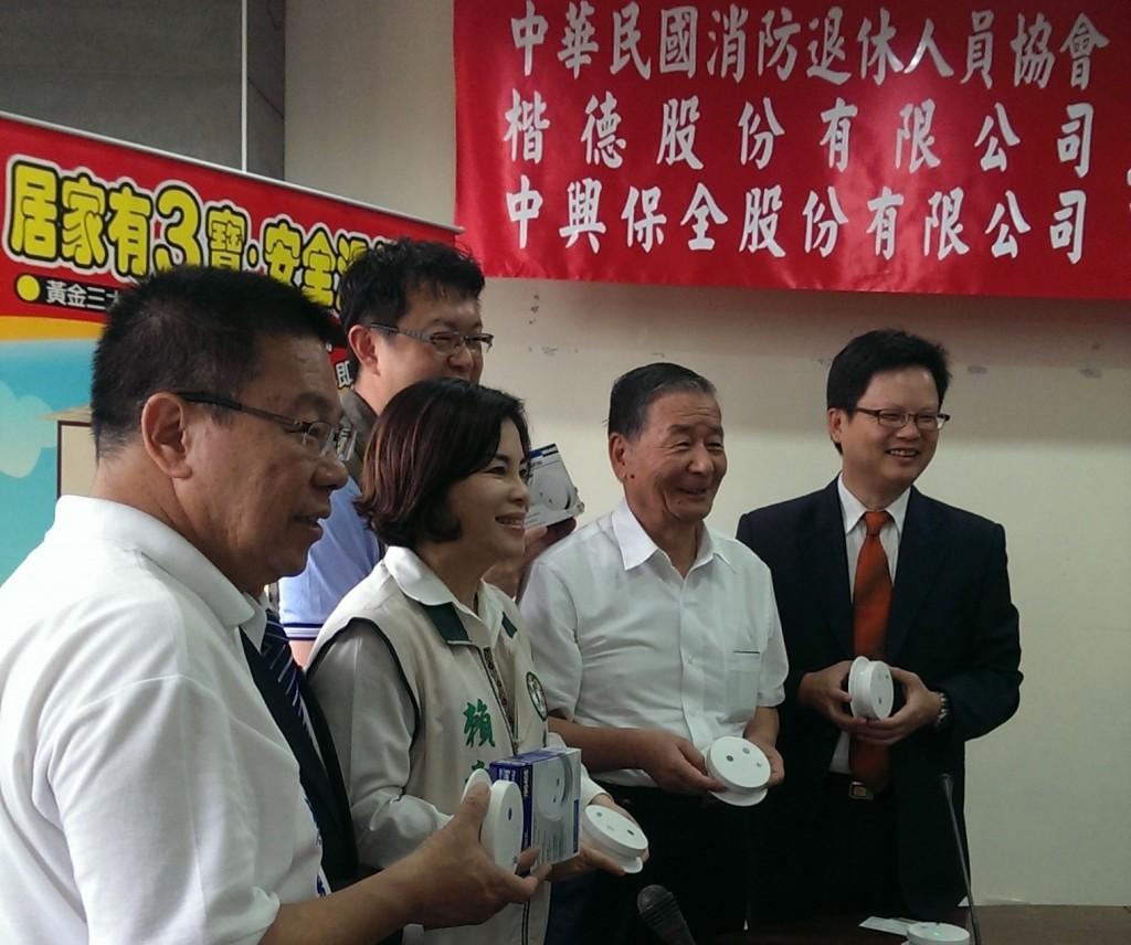 6月5日理事長與臺南市議員們合影