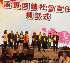 3.榮譽總會長陳弘毅(左2)蒞臨愛妮雅化妝品感恩晚會