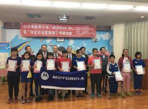 績優入選學生領獎後合照