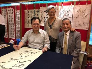 1.榮譽總會長陳弘毅賢伉儷,與蔡俊章國際级書畫大師合照