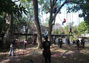7.學生體驗攀樹課程1
