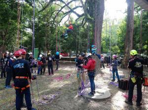 8.學生體驗攀樹課程2